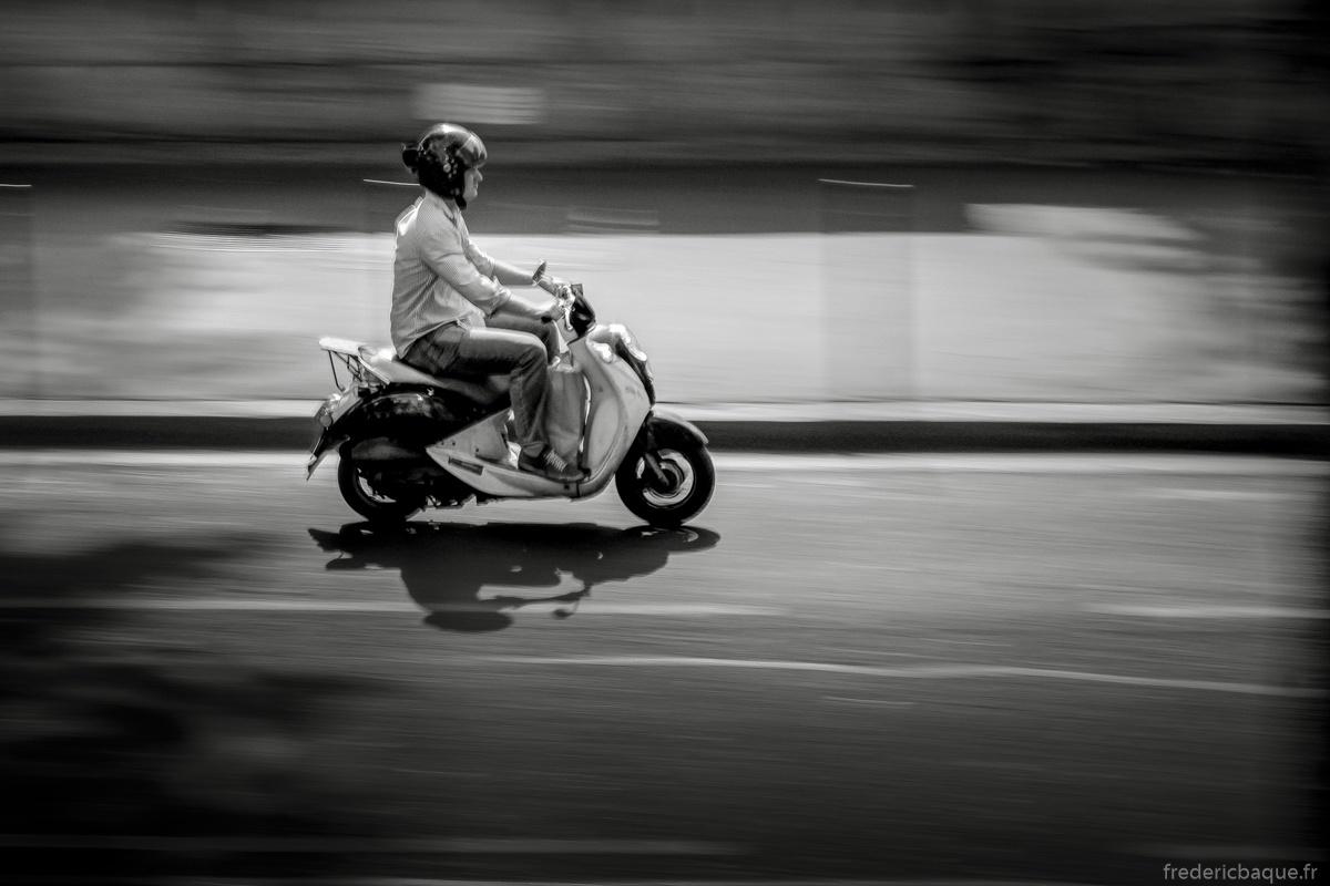 En scooter, je suis fier